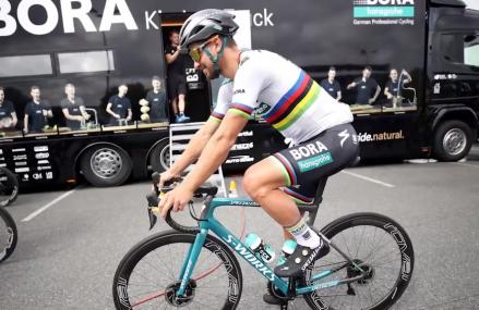 Jack Haig celebra il primo podio australiano alla Vuelta a España dopo Evans